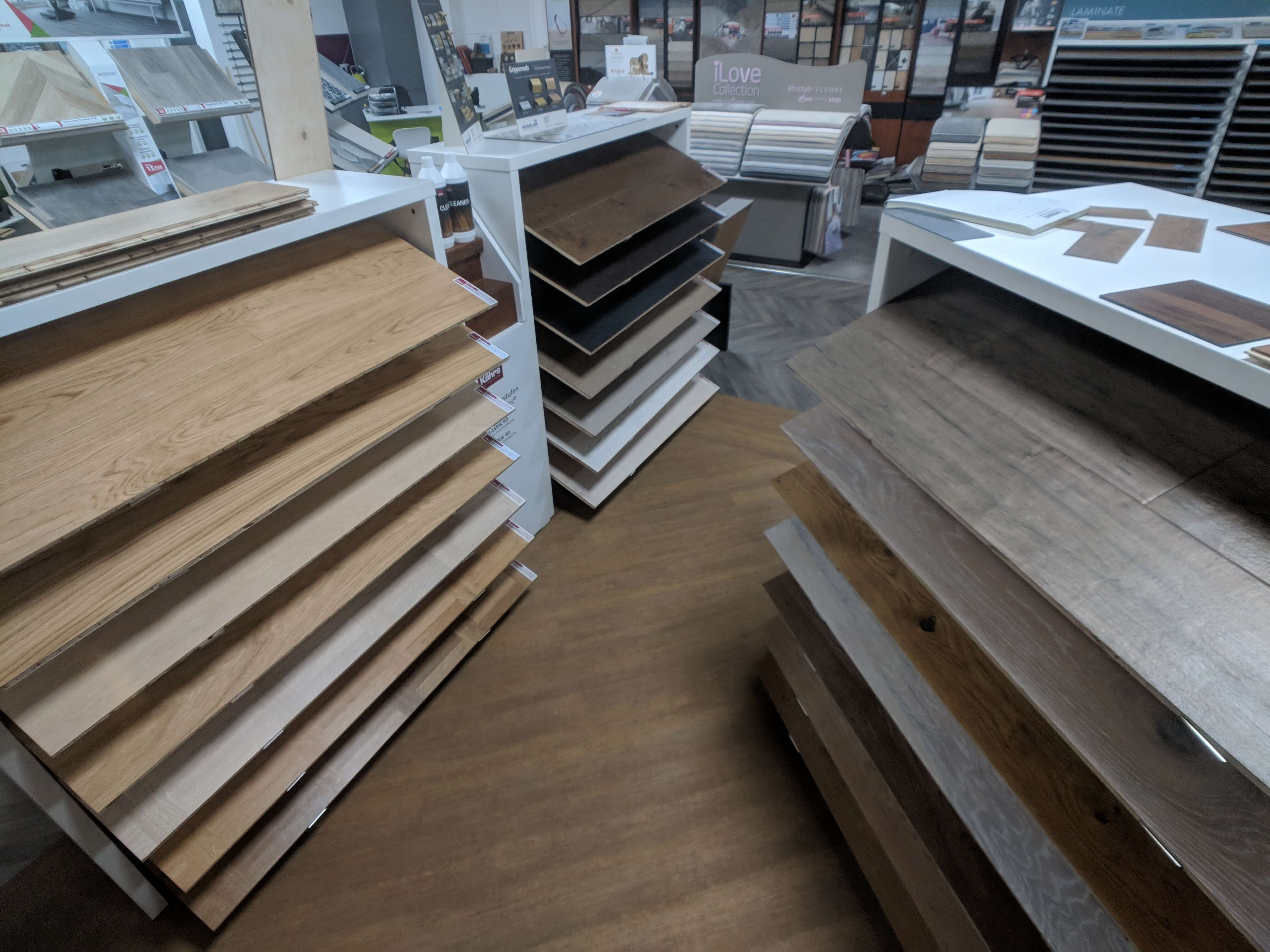 khars wood flooring stands