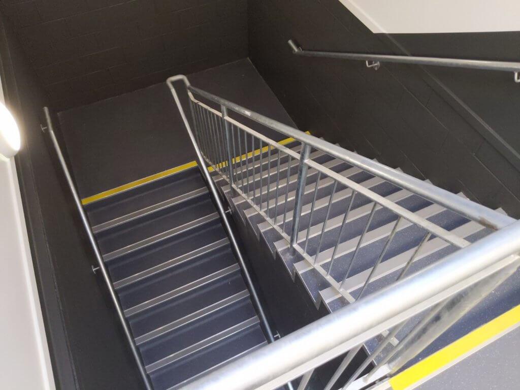 dominoes restaurant floor stairs